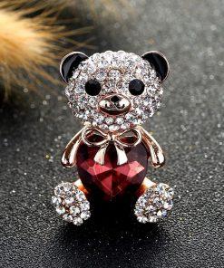 Broche en forma oso con un corazón de piedras preciosas para mujer