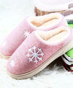 Pantuflas de algodón con un bordado original de cocos de nieve