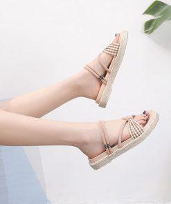 Sandalias con suela de tartán y diseño superior de moño a cuadros
