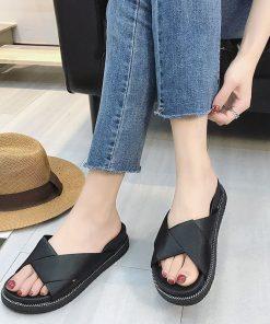Sandalias diseño de tiras gruesas cruzadas