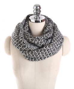 Bufanda hecha a mano con un diseño único para mujer