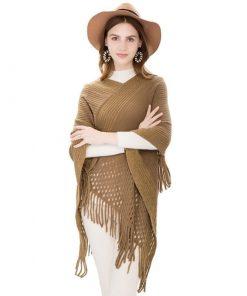 Capa con un diseño cruzado de invierno para mujer