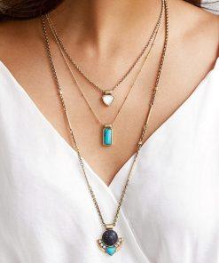 Collar con diseño de una piedra cuadrada para mujer