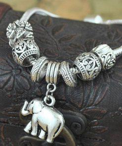 Pulsera ajustable plateada con decoración de un elefante