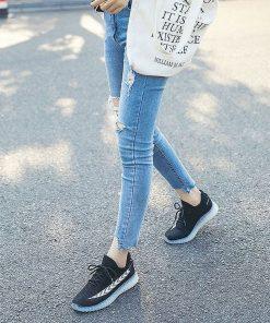Sneakers antitranspirantes con cordones y diseño de detalles al costado
