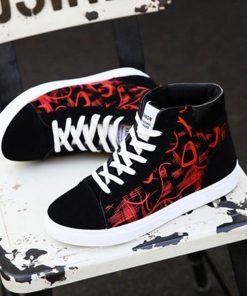 Sneakers de moda con diseño de patrón de grafitti en los costados