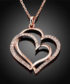 Collar con un diseño de doble corazó para mujer