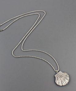 Collar con un diseño de una concha de mar para mujer