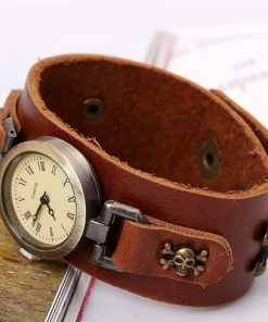 Reloj de pulsera de cuero con cuentas de madera y colgante de calavera