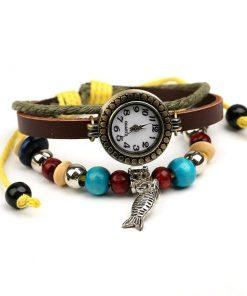 Reloj de pulsera de cuero multicapa de cuentas de madera con colgante de pescado retro